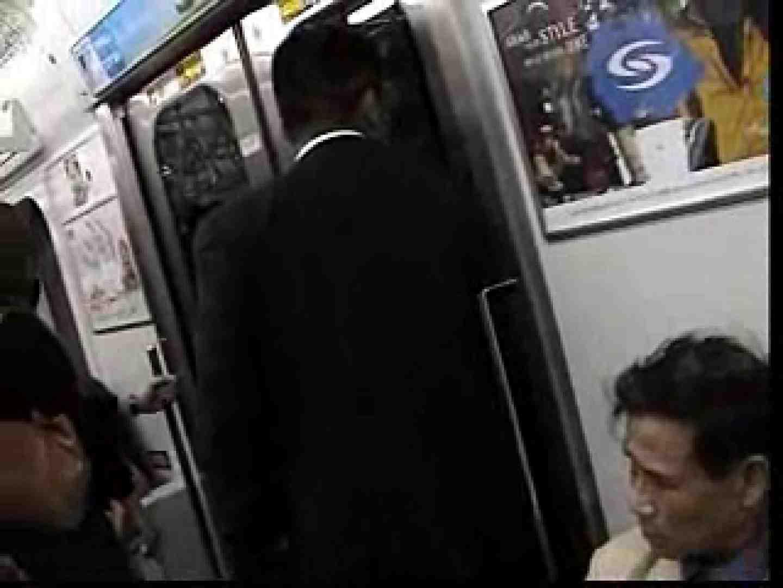電車内でリーマンの股間撮影 イメージ(エロ) ゲイエロ画像 90枚 69
